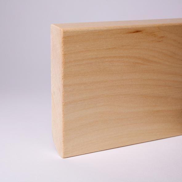 Massivholz Sockelleiste abgeschrägt 120mm - Ahorn gelackt